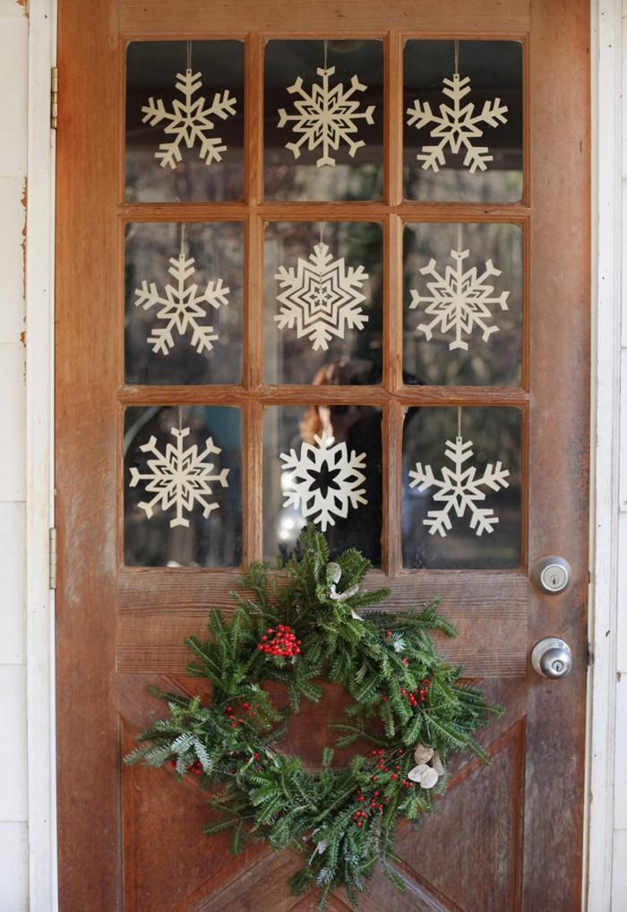 snowflake-christmas-window-decor
