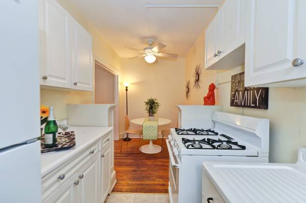 Sophisticated Studio in Kalorama | Kitchen and Dining Area | Apartment for Rent in Washington DC