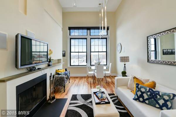 Sophisticated H Street 2 Bedroom | Living and Dining Area