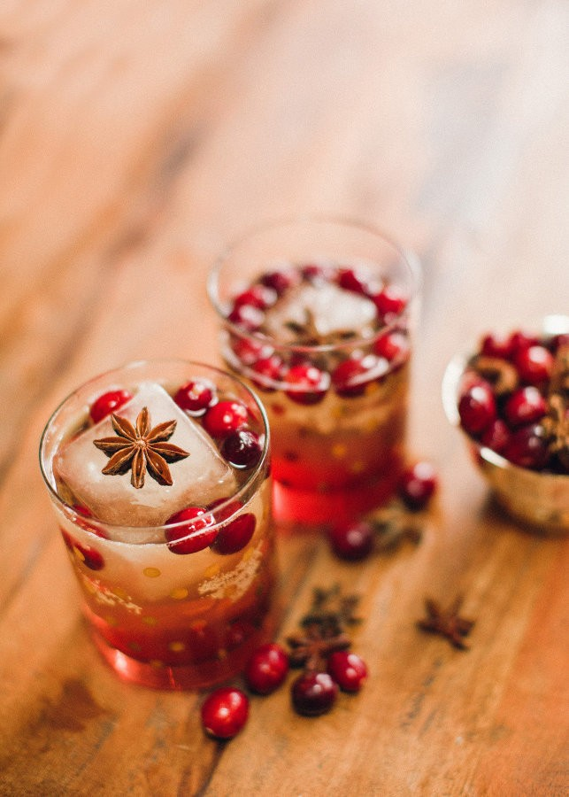 Cranberry Bourbon Fizz | Holiday Cocktail |Holiday Cocktail Recipes for Every Taste