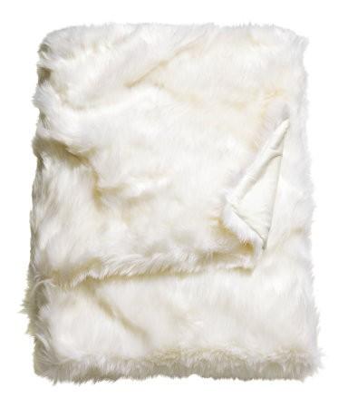 Apartminty Fresh Picks: Warm Apartment Decor | Faux Sheepskin Throw Blanket