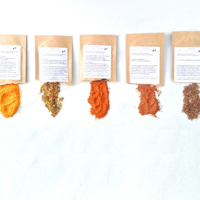 Holiday Gift Guide: Presents Fit For A Foodie | Spice of the Month Club from Raw Spice Bar