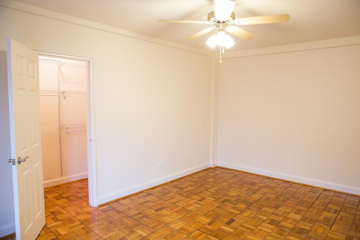 2800-woodley-apartments-washington-dc-bedroom-closet