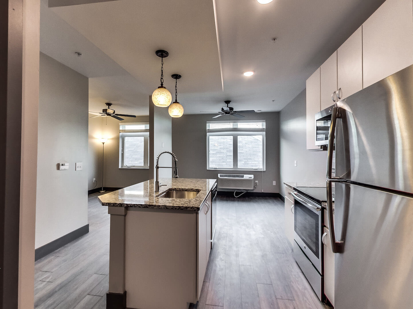the fab five the best apartments in columbus the prescott island kitchen apartminty. Black Bedroom Furniture Sets. Home Design Ideas
