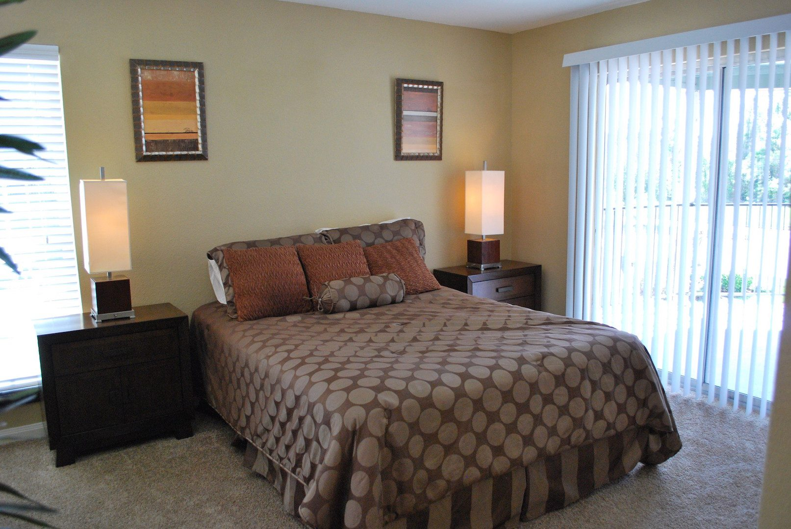 renovated garden style apartments in houston apartminty. Black Bedroom Furniture Sets. Home Design Ideas
