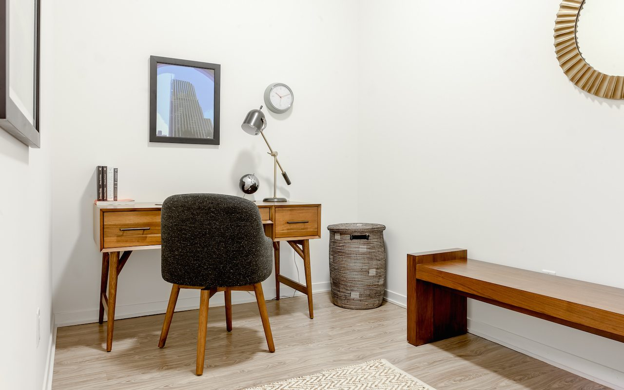 1333-south-wabash-luxury-apartments-south-loop-chicago-il-office-desk © Jorge Gera Photography
