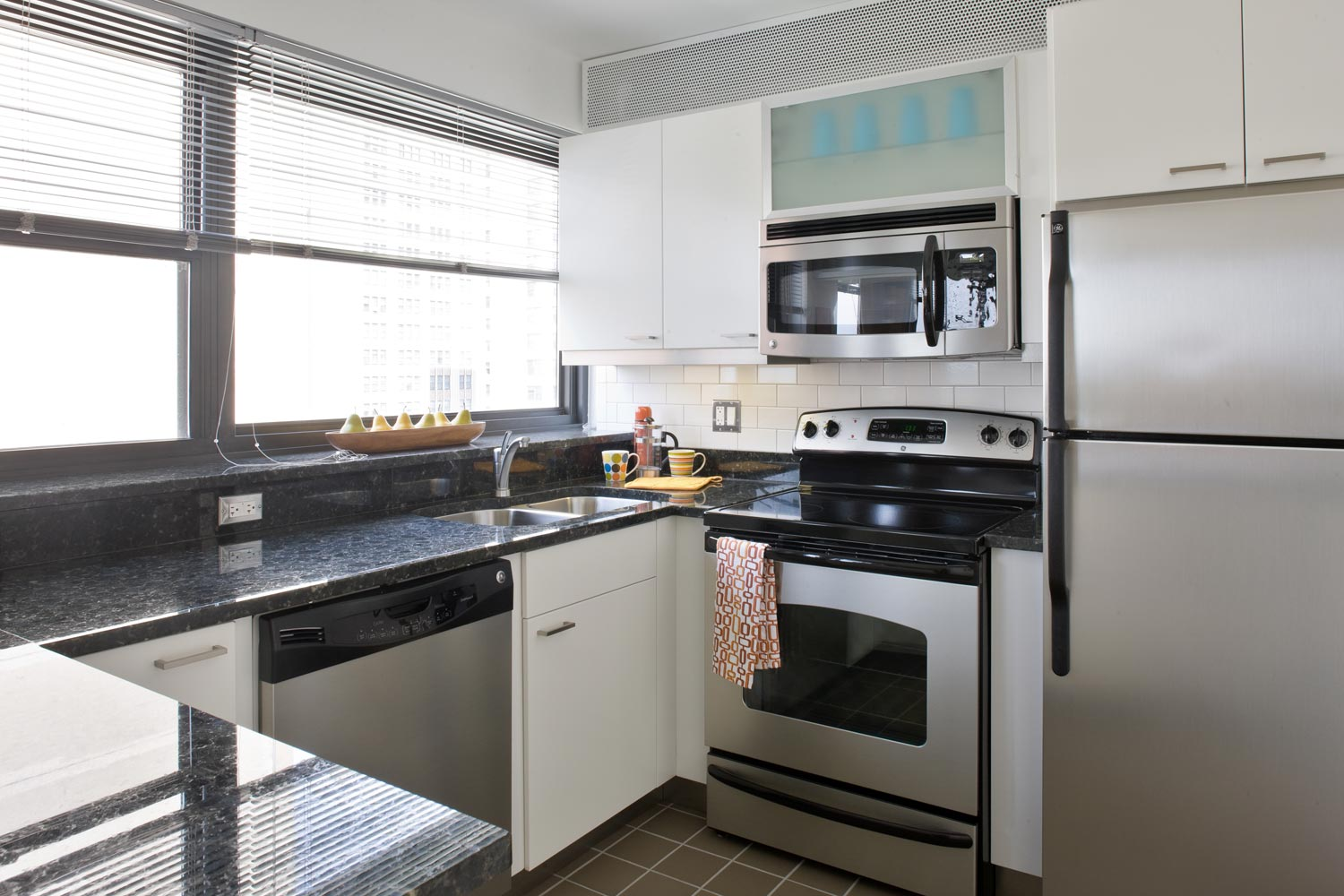 great value on this east hyde park two bedroom apartment apartminty