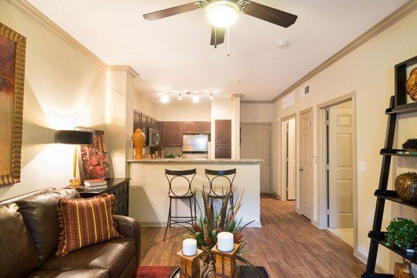 6 Camden Midtown Houston Texas Apartments Ious One And Two Bedroom Floorplans Wood Flooring 3