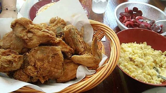 Nashville's Berry Hill Neighborhood Guide | Where To Eat Dinner In Nashville | Southern Comfort Food At Monell's