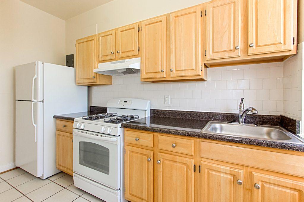 the-calverton-dc-apartments-kitchen