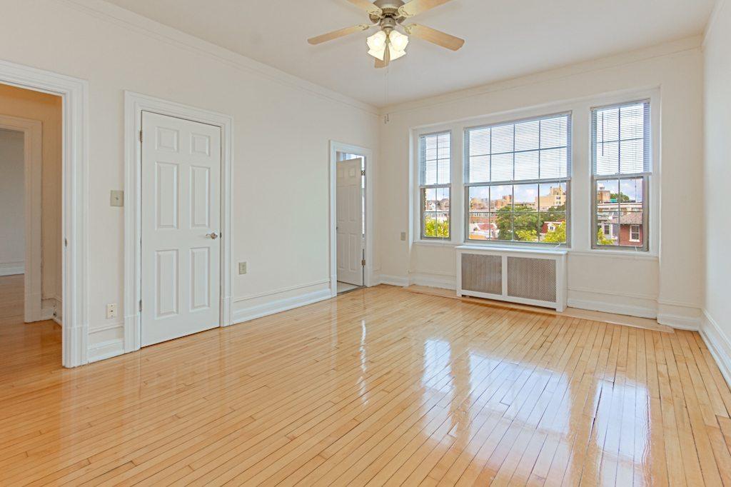 the-calverton-dc-apartments-livingroom