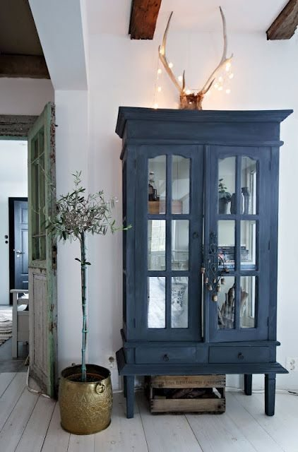 Spring Decor Trends | Navy Blue Is The New Black