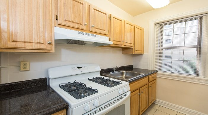 """all-utilities-included""-dc-apartments-hampton-courts-apartments"