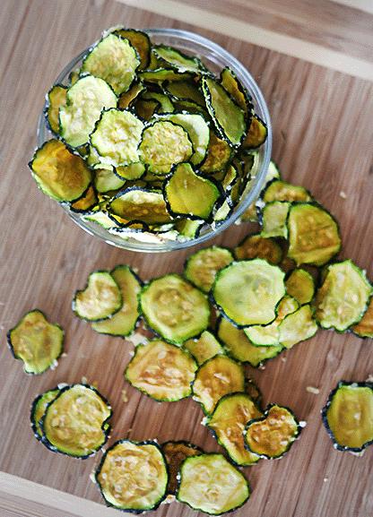 Holiday Detox Recipes | Parmesan Garlic Baked Zucchini Chips