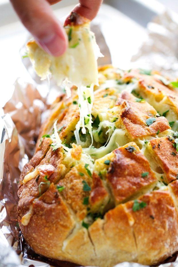 Easy Side Dishes | Cheesy Pull-Apart Garlic Bread