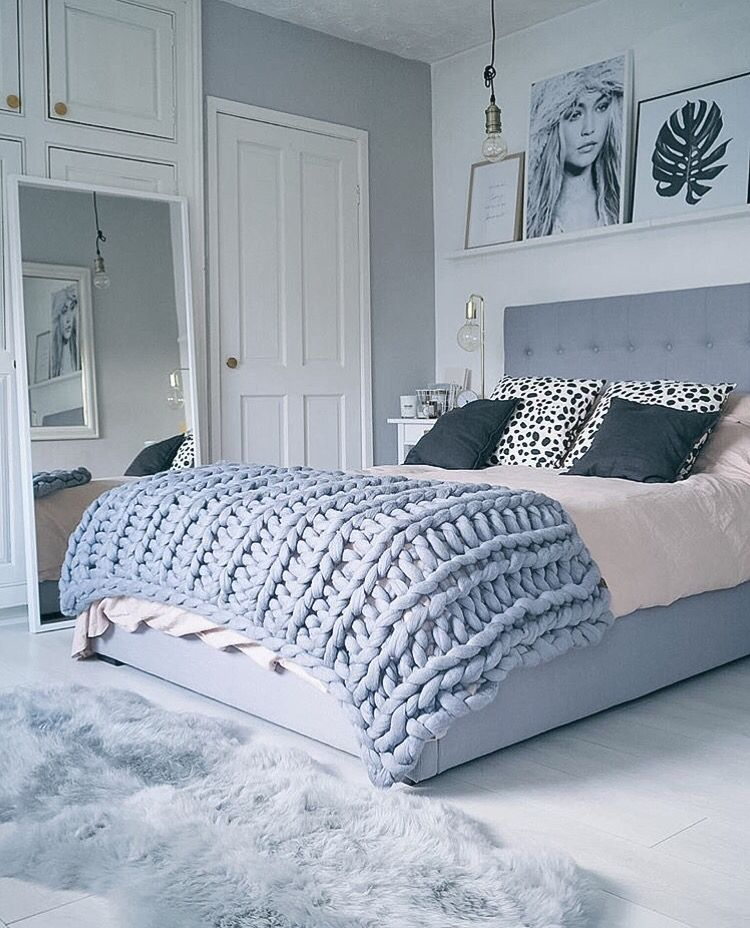 Winter Blues Decor | Design Inspiration | Light Blue Dreamy Bedroom