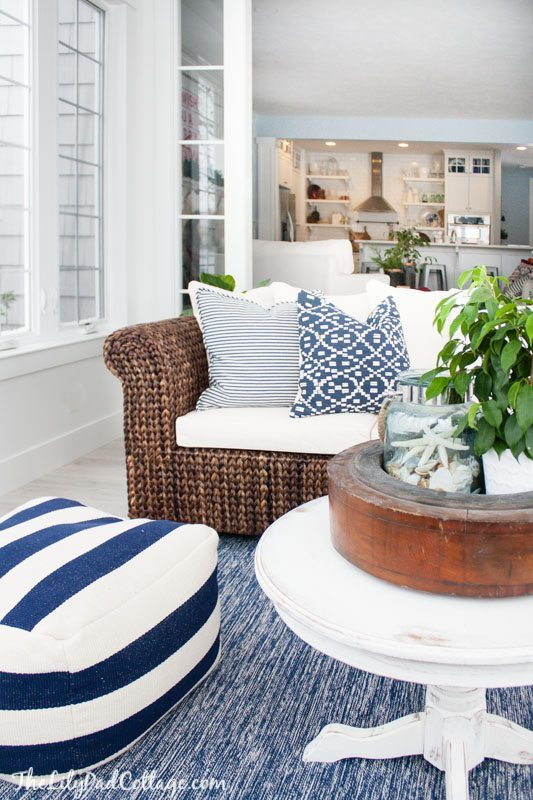 Winter Blues Decor | Design Inspiration | White and Blue Lake House Sunroom