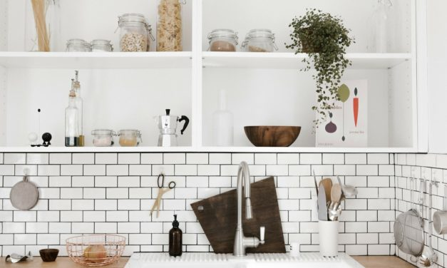 Apps To Help De-Clutter Your Apartment (& Your Life)