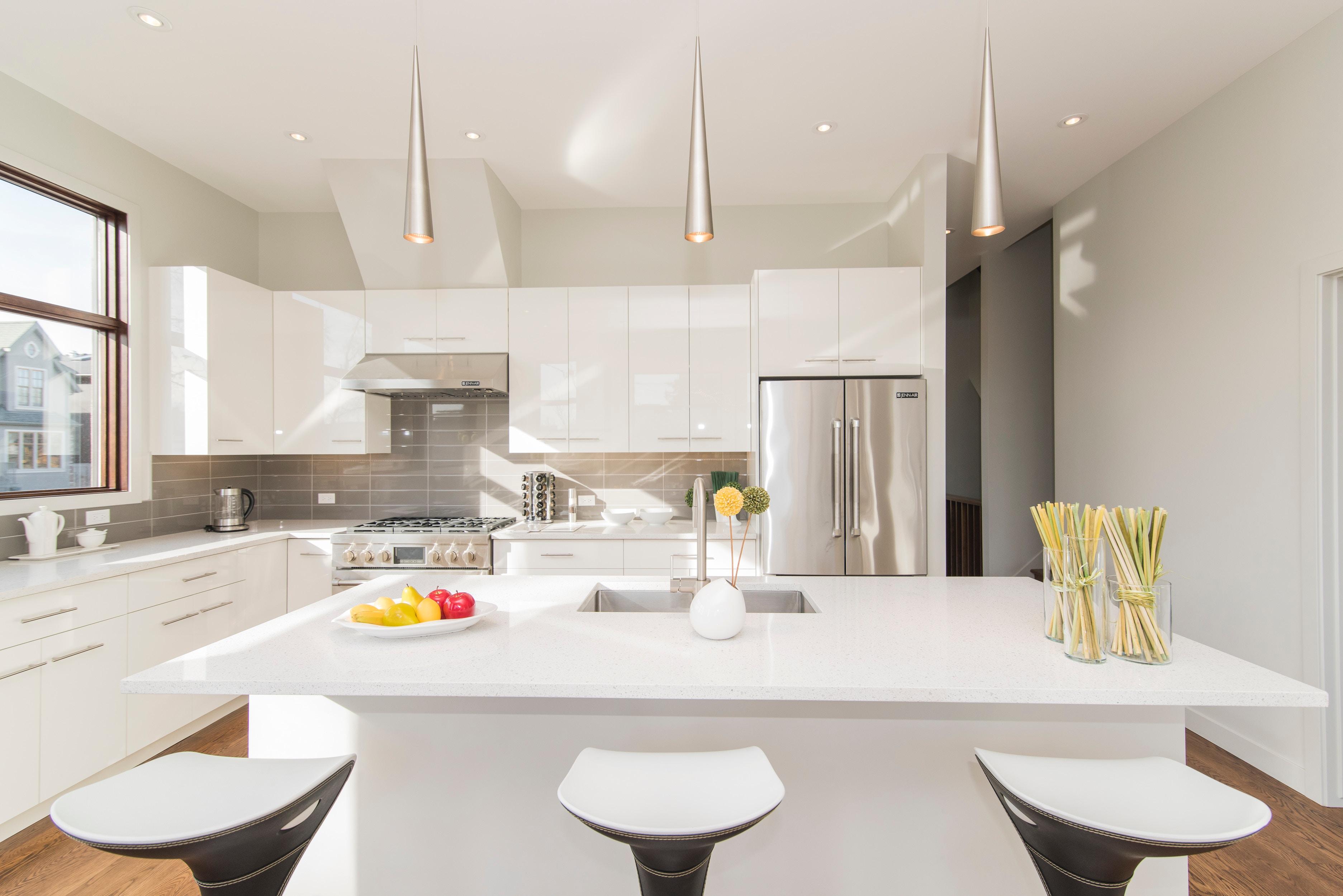 Modern Kitchen Essentials-5 Standout Ideas - Apartminty on ideas kitchen colors, ideas kitchen design, ideas kitchen tables,